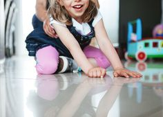"""Expo photo """"Elle est où la différence ?"""" : Inès, une adorable petite fille au sourire espiègle."""