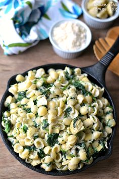 30 Quick and Easy Dinners - 23 Three Cheese Spinach Artichoke Mac and Cheese Cheesy Sausage Pasta, Chicken Bacon Ranch Casserole, Bacon Pasta, Spinach Artichoke Mac And Cheese Recipe, Mac Cheese Recipes, Cheesy Recipes, Mac And Cheese Homemade, Quick Easy Dinner, Dinner Recipes