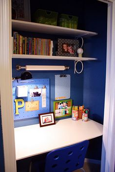 Super cute idea for homeschool space. IHeart Organizing: Closet Case: The Ultimate Kid's Study Zone! Closet Desk, Closet Office, Room Closet, Hall Closet, Closet Library, Basement Office, Make A Closet, Kid Closet, Desk Areas