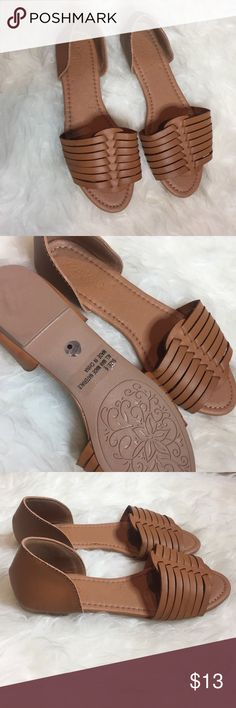 Tan flat sandal Tan flat sandals from Charlotte Russe brand new never worn only ripped off the tag there a size 6 but fit tight so I think would fit someone that's a size 51/2 Charlotte Russe Shoes Sandals