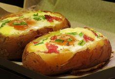 Tojással töltött sajtos sült krumpli recept képpel. Hozzávalók és az elkészítés részletes leírása. A tojással töltött sajtos sült krumpli elkészítési ideje: 50 perc