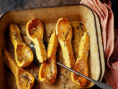 Fresh herbs and seasoning set off the sweetness of the butternut squash in this recipe. Just let the oven work its magic. Savory Butternut Squash Recipe, Chicken And Butternut Squash, Roasted Butternut Squash, Fodmap Recipes, Fodmap Foods, Fodmap Diet, Low Fodmap, Sans Gluten, Gluten Free