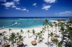 The Insider's Guide to Visiting Oahu - Waikiki Beach #PinUpLive