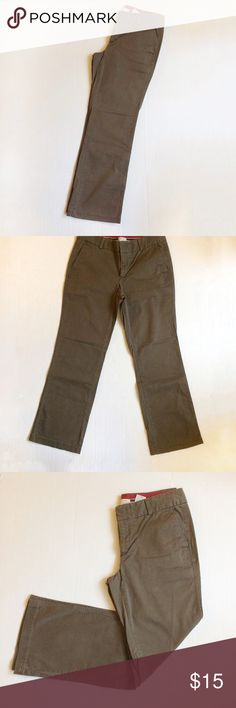 """Dockers Favorite Fit Brown Twill Pants Dockers """"Favorite Fit"""" Pants. Dark brown color. In vguc. Waist is 17 1/2 in flat.  Khaki pants perfect for work.  Very comfortable. Dockers Pants Straight Leg"""