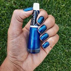 Não reparem nas unhas iguais carocinhos de feijão, reparem no esmalte lindo da coleção Bruna Marquezine para @ludurana 💅 Essa cor é a Perolado Atlântica. . . . #unhas #unhasdecoradas #nailsart #nail #nails #esmalte