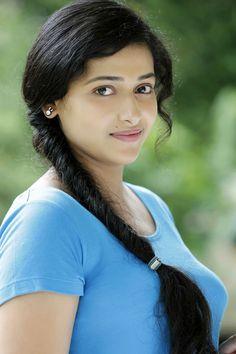 Stunning Image Gallery of Prettiest Malayalam Actress Anu Sithara!