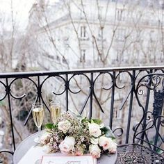 Good start of the day☀️ #haveaniceday #goodmorning #sunnyday #view #inspiration #currentmood #parisbalcony #viewtiful #amazingview #flowers #photooftheday #instagood