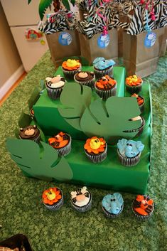 Jungle Cupcakes | I did these cupcakes a few weeks ago, but … | Flickr