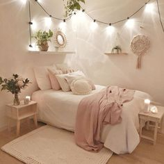 24 Brilliant Dorm Room Decor Ideas With Small Space&; 24 Brilliant Dorm Room Decor Ideas With Small Space&; bodenard bodenard chalcried 24 Brilliant Dorm Room Decor Ideas With Small […] room decor items Bedroom Decor For Teen Girls, Room Ideas Bedroom, Small Room Bedroom, Bedroom Furniture, Bedroom Inspo, Small Teen Room, Cute Teen Bedrooms, Bedroom Wall, Girls Bedroom Decorating