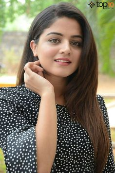 Indian beauty is here Haircuts For Wavy Hair, Daily Hairstyles, Pretty Hairstyles, Winter Hairstyles, Medium Hairstyles, Messy Hairstyles, Beautiful Bollywood Actress, Most Beautiful Indian Actress, Beautiful Actresses