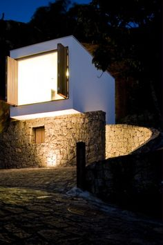 Casa Box is a simple, unusual small house designed by architects Alan Chu and Cristiano Kato. For more info & pictures check out: http://humble-homes.com/a-simple-elegant-tiny-house-in-brazil
