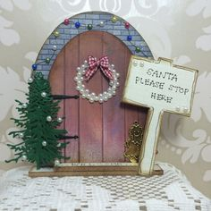 Decorative holiday fairy door- The would make a really cute Christmas ornament!