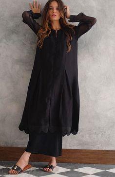 Asian Wedding Dress Pakistani, Beautiful Pakistani Dresses, Pakistani Fashion Casual, Pakistani Dresses Casual, Muslim Fashion, Fancy Dress Design, Stylish Dress Designs, Stylish Dresses, Casual Dresses