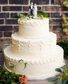The cake at this fall wedding in New York was topped with the same figurines…