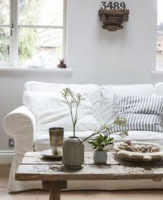 IKEA Deutschland | Ein Hell Eingerichtetes Wohnzimmer, U. A. Mit EKTORP  3er Sofa Vittaryd Weiß