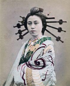 An Oiran, in her gorgeous kimono, of the Yukaku (遊郭, red light district) of Yoshiwara in Tokyo, ca 1870s.