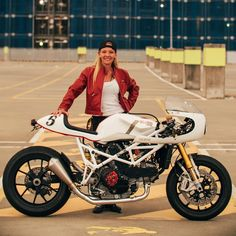 Another shot of Fiona's 'El Bastardo' Shed X Ducati. (via Throttle Roll Cafe Racer Style, Cafe Racer Girl, Custom Cafe Racer, Cafe Racer Build, Ducati Cafe Racer, Cafe Bike, Cafe Racers, Ducati Monster, Custom Bikes