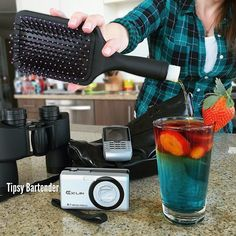 Sneaky Flask Cocktail - For more delicious recipes and drinks, visit us here: www.tipsybartender.com