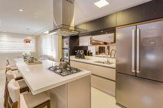 Island Kitchen: cocinas de juliana agner arquitectura e interiores Bathroom Vanity Tops, Apartment Kitchen, House Goals, Modern Kitchen Design, Interior Architecture, Sweet Home, New Homes, House Design, Home Decor