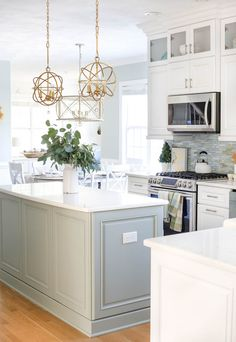 Fall in the Coastal Kitchen - Take a peek at some easy fall decorating ideas for a kitchen and dining area with a soft and neutral color palette. Kitchen Redo, Home Decor Kitchen, New Kitchen, Kitchen Dining, Dining Area, Kitchen Ideas, Kitchen Modern, Design Kitchen, Gold Kitchen