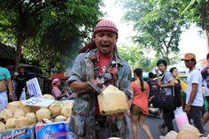 Fresh coconut water. Nice! Thai Street Food, Coconut Water, Fresh, Nice, Nice France