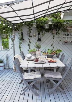 Nice 50 Adorable Modern Backyard Garden Ideas With Beautiful Hanging Plants source : ideabosdecoration. Cozy Backyard, Modern Backyard, Backyard Garden Design, Small Backyard Landscaping, Backyard Pergola, Pergola Plans, Pergola Kits, Pergola Screens, Modern Pergola