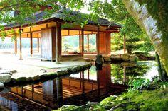 朝が圧倒的に美しい!「岡山後楽園」の光の世界|おか旅 | 岡山観光WEB【公式】- 岡山県の観光・旅行情報ならココ! Okayama, Gazebo, Outdoor Structures, Cabin, House Styles, Home, Decor, Kiosk, Decoration
