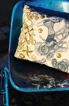hidden world silk screen printed cotton cushion / www.justynamedon.com