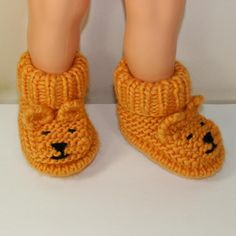 Baby Teddy Bear Booties Knitting pattern by madmonkeyknits Baby Booties Knitting Pattern, Knit Baby Booties, Knitted Baby, Knitting For Kids, Knitting Projects, Free Knitting, Baby Patterns, Knit Patterns, Sirdar Knitting Patterns