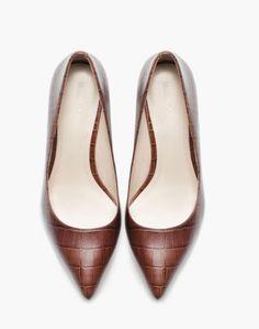 Finissons la semaine avec ces  escarpins Massimo Dutti en cuir façon croco,  vous aimez   cbd99cc00835