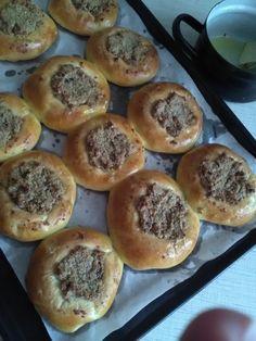 Orechové koláče zo šľahačkového cesta (fotorecept) - obrázok 5 Hamburger, Bread, Cooking, Food, Hampers, Baking Center, Kochen, Hamburgers, Breads