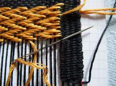 First, I want to show you another method of starting threads that I found in this tutorial. Split the tread in two parts for this if possible or use a thread you can use double. fasten it arround a...