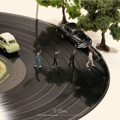 Find a new version: The Beatles - Abbey Road - Cover - Page 6 - Entertain . Find a new version: The Beatles – Abbey Road – Cover – Page 6 – Entertainment, Music, Celebreties – Abbey Road, The Beatles, Beatles Songs, Macro Fotografie, Miniature Calendar, Inspiration Artistique, Miniature Photography, Tiny World, Mini Things