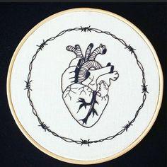 Heart. #embroidery #embroider #embroidered #handembroidery #embroideryhoop #bordei #bordado #bordadoamao #feitoamao #heart #coração #craft #draw #art #drawing #desenho #decor #decoração #interdesign...