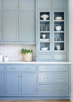 4 Tips For Kitchen Remodeling In Your Home Renovation Project – Home Dcorz Beach House Kitchens, Home Kitchens, Coastal Kitchens, French Kitchens, Cottage Kitchens, Concept Ouvert, Style Villa, Blue Kitchen Cabinets, Kitchen Cupboard