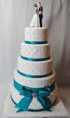 Stylish turquoise wedding cake.