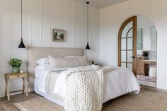 House Tour: Inspired Design by House of Jade - Design Chic Master Suite, Master Bedroom, Wall Design, House Design, Arched Doors, House Tours, Modern Farmhouse, Farmhouse Style, Living Spaces