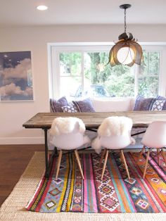 Eclectic dining room with breakfast nook, reclaimed wood table, layered rugs, Eames molded chairs and black lotus chandelier The Design Files, House Design, Design Color, Modern Design, Banquette Seating In Kitchen, Turbulence Deco, Tribal Decor, Amber Interiors
