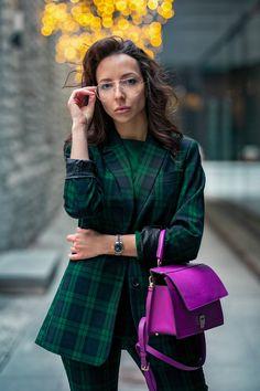 Тренды осень зима 2018-2019. Зеленый костюм в клетку шотландку Mango + фиолетовая сумка Furla. Гармония цвета в одежде. Стилист, имиджмейкер: Милана Мосс. ====================================== Trends Fall / Winter 2018, 2019: Mango green check suit+ Furla purple bag. Harmony of color in clothes. Stylist, image maker: Milana Moss. ====================================== -instagram: milanamoss -web: www.milanamoss.com -youtube: Milana Moss Image Maker, Plaid Suit, Stylish Men, Style Guides, Beautiful People, Women Accessories, Fashion Show, Cool Outfits, Street Style