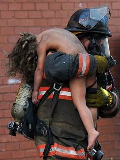 THIS is the heart-wrenching moment a US firefighter rescues a young girl from a burning apartment building.
