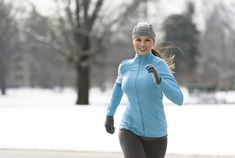 13 Rules for Running in Cold Weather — Runners Blueprint Running In Cold Weather, Winter Running, Running Tips, Running Women, Woman Running, Running Workouts, Leg Workouts, Training Exercises, Running Training