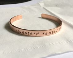 I found this awesome coordinates bracelet in rose gold color on Etsy , want it