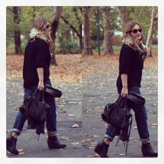 Casual Look #casuallook #boyfriendjeans #ankleboots #streetstyle #fashionblogger #blogger #ootd #outfit #fallstyle #chunkyscarf #foulard #fashion #inspiration