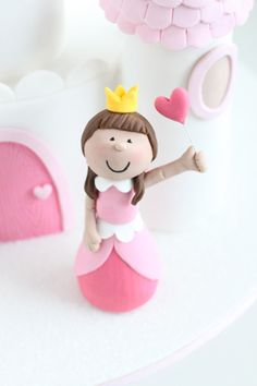 Walsh Morrissette - this looks like a fairly simple and cute princess :) Fondant Figures, Cute Princess, Little Princess, Cute Cakes, Pretty Cakes, 4th Birthday Cakes, Biscuit, Occasion Cakes, Cake Tutorial