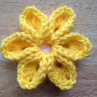 6 Petal Flower - via @Craftsy
