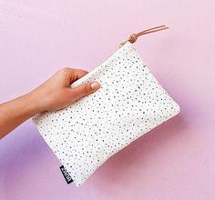 Vlekken Fabric & Leather Pouch  lederen clutch door ZanaProducts
