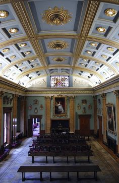 Queen Victoria presides over the Great Hall (Fishmongers Hall in London)