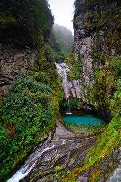 Falls at Cangshan Mountain near Dali, Yunnan Province, China. (by epidemiks)  Source: Flickr / epidemiks