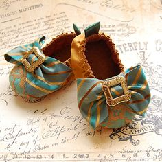 CAPRICE-silk And Lace Baby Shoes - CAPRICE-silk And Lace Baby Shoes Dear Friends Who Are Going to Have Babies: At least one of you needs to have a girl. I need an excuse to buy things like this. Cute Baby Shoes, Baby Girl Shoes, My Baby Girl, Baby Love, Girls Shoes, Baby Girl Fashion, Kids Fashion, Fall Fashion, Fashion Shoes