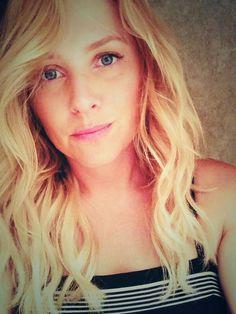 Jessica Capshaw (Arizona Robbins) selfie. Grey's Anatomy. From JCaps Twitter.